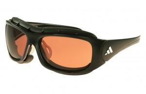 de-10-beste-gear-items-die-q-james-bond-mee-zou-moeten-geven-adidas-terrex-pro-zonnebril